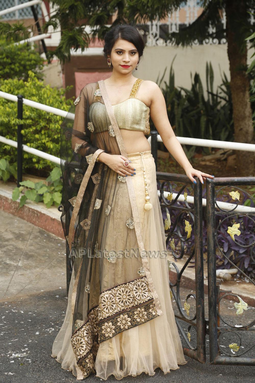 Acress Priyanka Ramana Launches National Silk Expo at Hyderabad - Picture 5