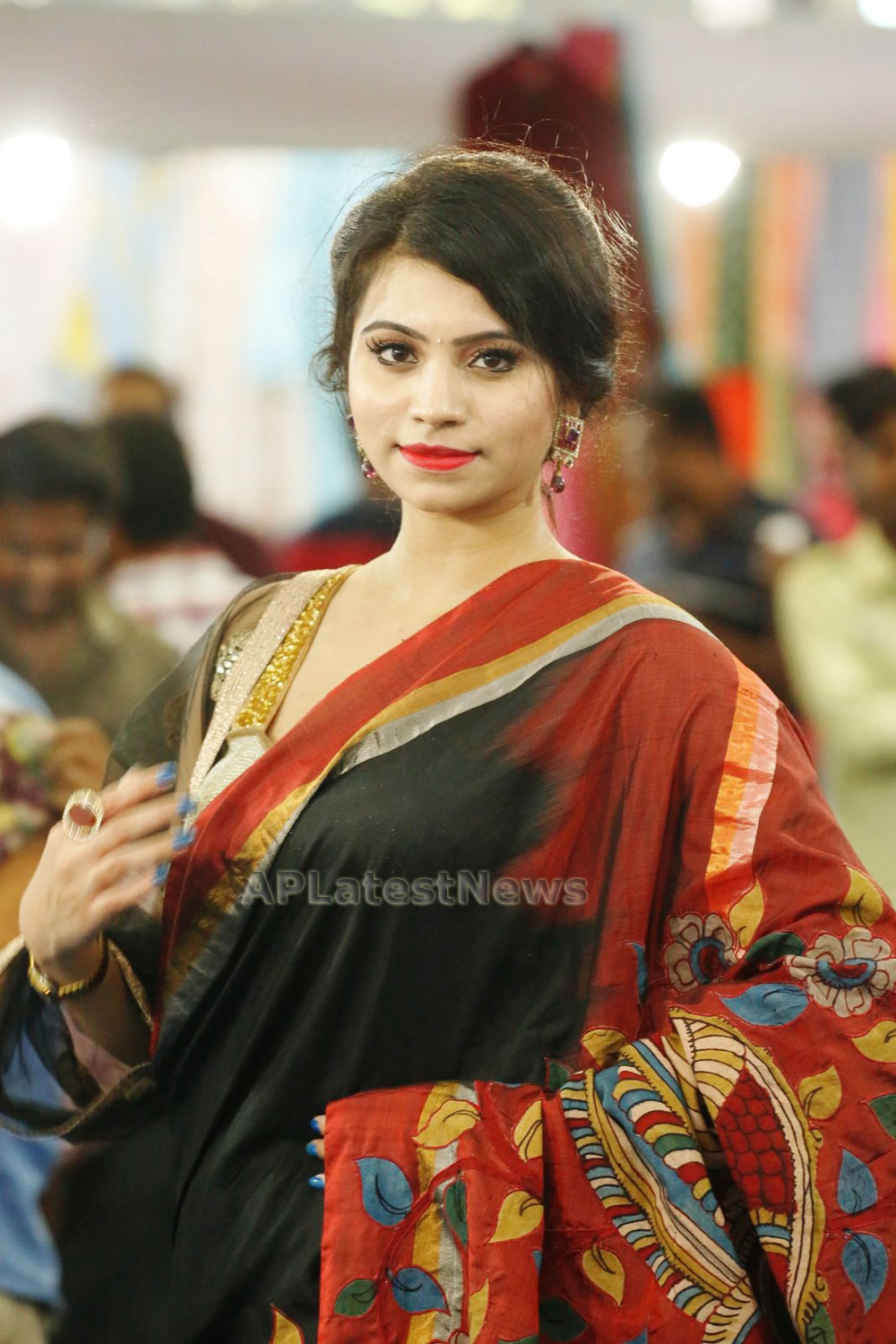 Acress Priyanka Ramana Launches National Silk Expo at Hyderabad - Picture 3