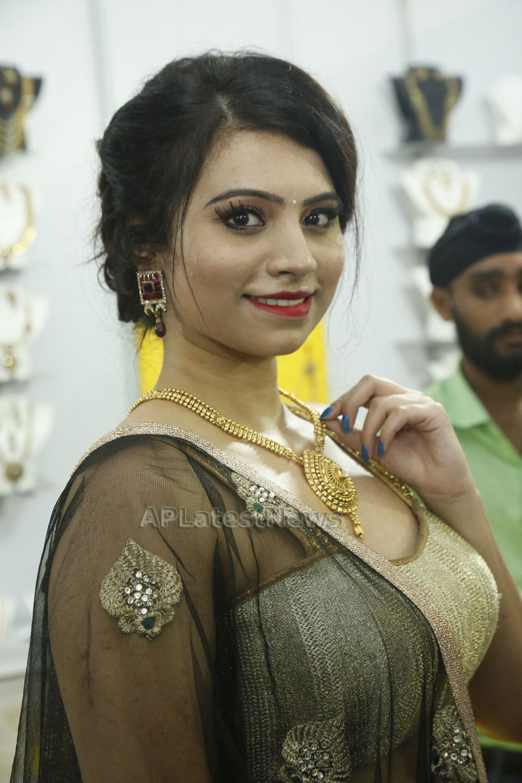 Acress Priyanka Ramana Launches National Silk Expo at Hyderabad - Picture 1