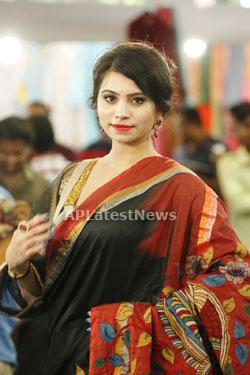 Acress Priyanka Ramana Launches National Silk Expo at Hyderabad - Picture 3