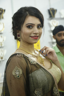 Acress Priyanka Ramana Launches National Silk Expo at Hyderabad - Picture 1