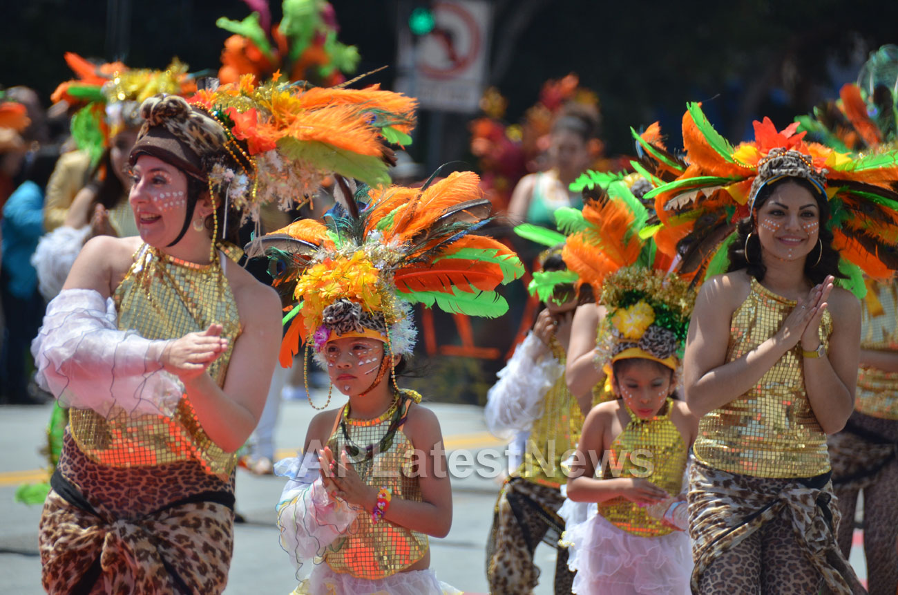 Carnaval Grand Parade at Mission District, San Francisco, CA, USA - Picture 8