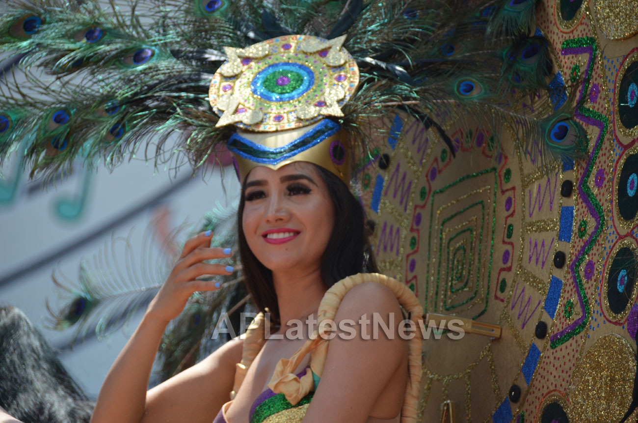 Carnaval Grand Parade at Mission District, San Francisco, CA, USA - Picture 3