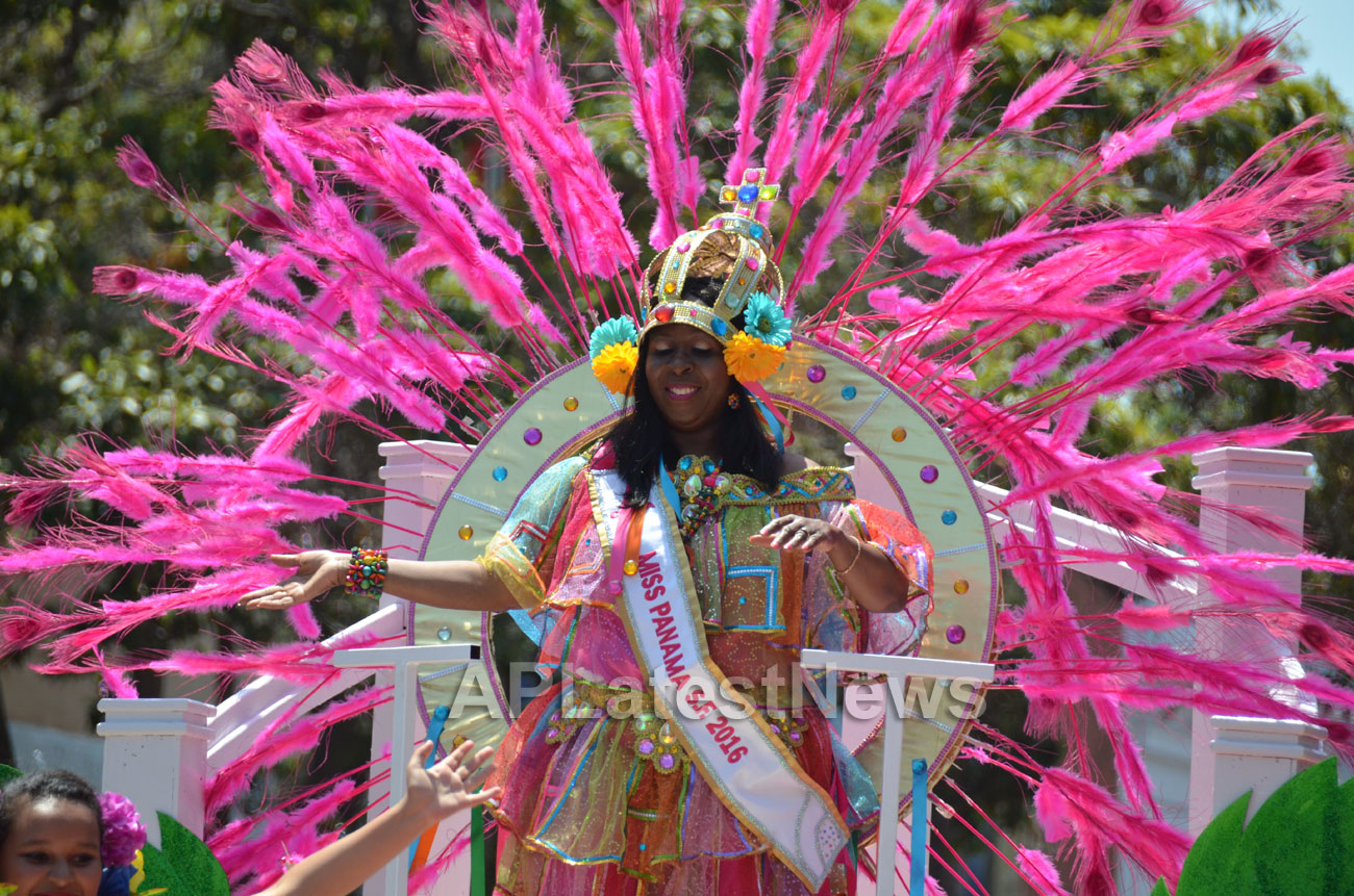 Carnaval Grand Parade at Mission District, San Francisco, CA, USA - Picture 1