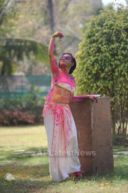 Bollywood actress Kesariees sizzling, sensuous Dry Holi