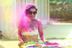 Bollywood actress Kesariees sizzling, sensuous Dry Holi - Picture 6