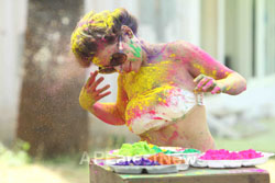 Bollywood actress Kesariees sizzling, sensuous Dry Holi - Picture 13