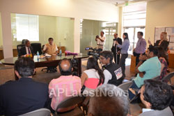 Pictures of Media Conference by Shri Nitin Gadkari in Bay area, Fremont, CA, USA