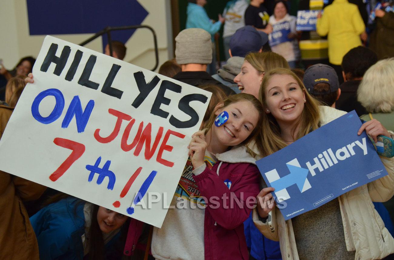 Campaign visit of Hillary Clinton - La Escuelita School, Oakland, CA, USA - Picture 8