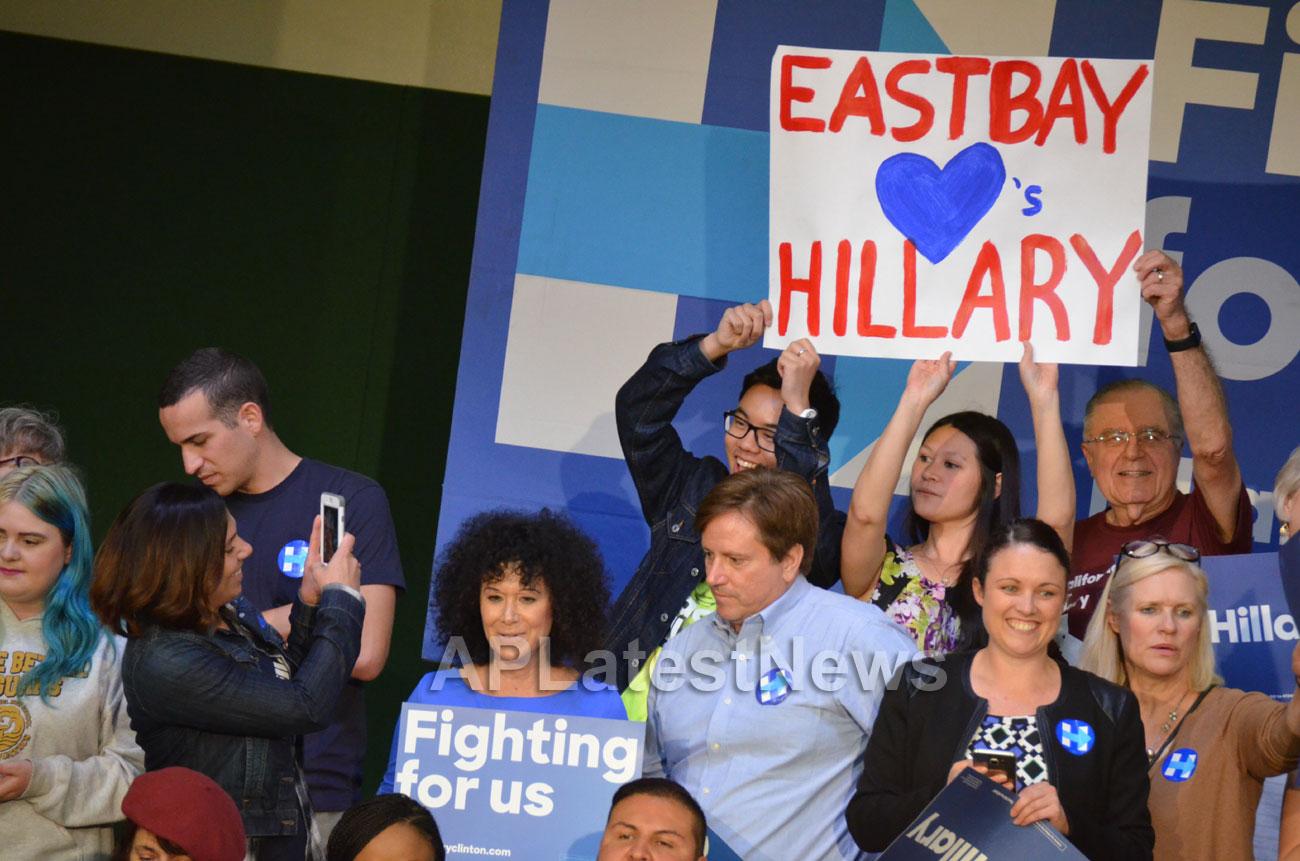 Campaign visit of Hillary Clinton - La Escuelita School, Oakland, CA, USA - Picture 13