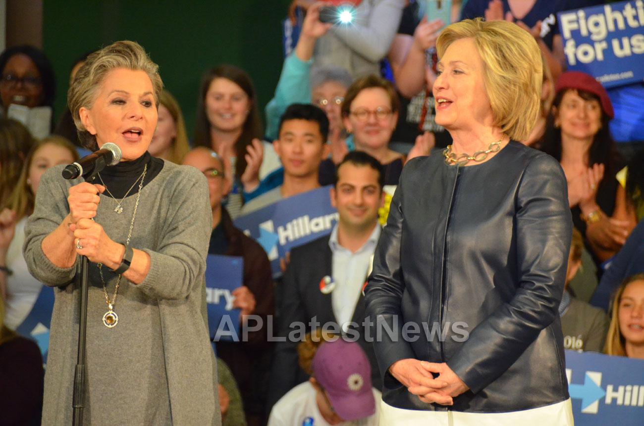 Campaign visit of Hillary Clinton - La Escuelita School, Oakland, CA, USA - Picture 11