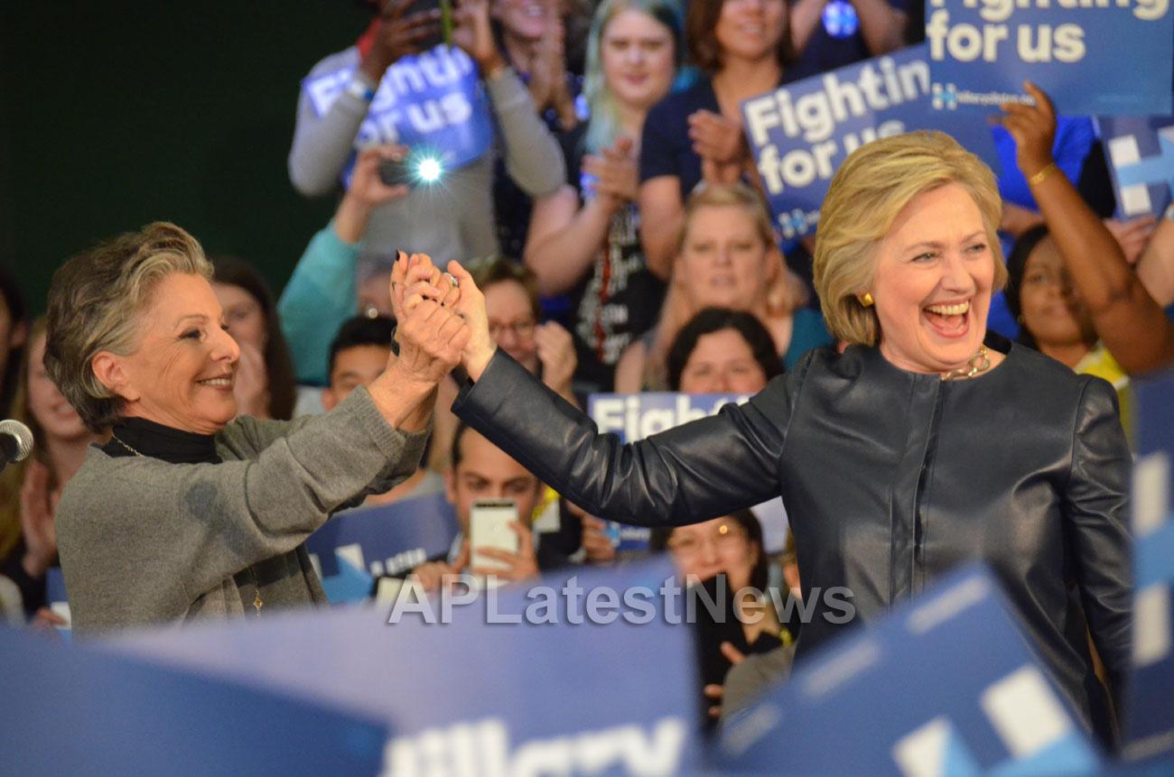 Campaign visit of Hillary Clinton - La Escuelita School, Oakland, CA, USA - Picture 4