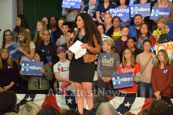 Campaign visit of Hillary Clinton - La Escuelita School, Oakland, CA, USA - Picture 6