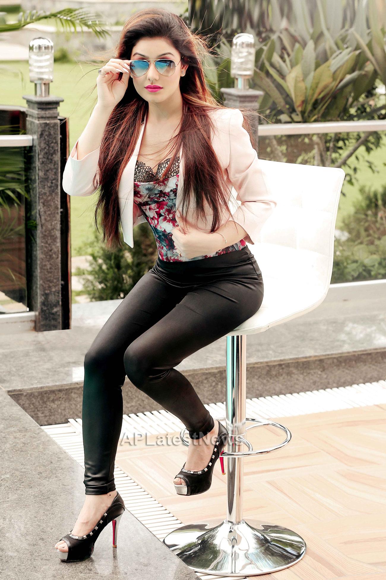 Bollywood actress Kangna Sharma turns Singer - Picture 7