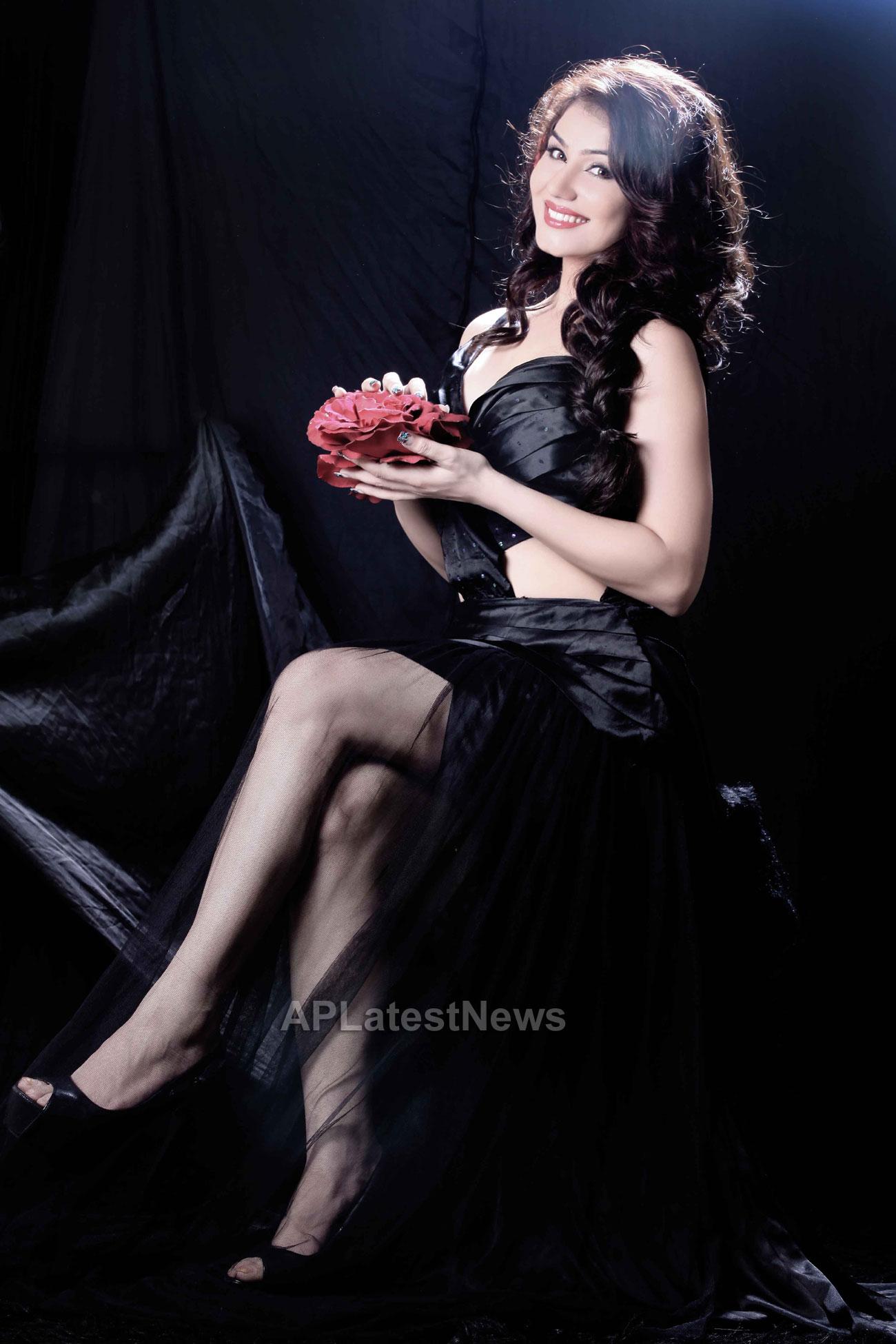 Bollywood actress Kangna Sharma turns Singer - Picture 4
