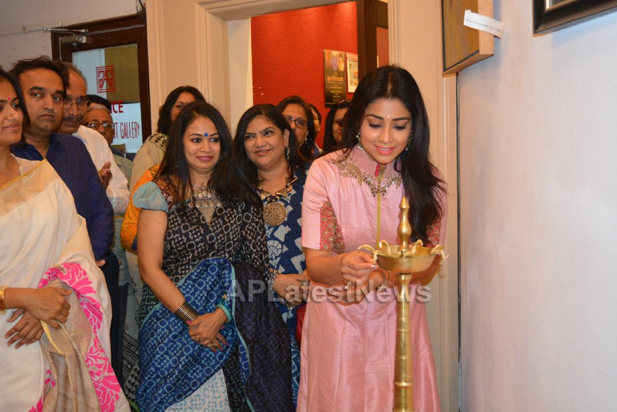 Actress Shriya Saran inaugurates Rakhi Baid art exhibition - Krishnansh - Picture 3