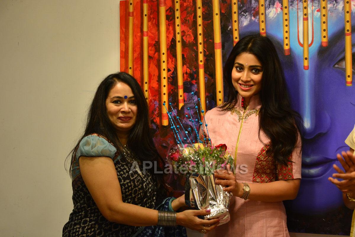 Actress Shriya Saran inaugurates Rakhi Baid art exhibition - Krishnansh - Picture 1