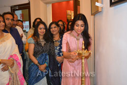 Pictures of Actress Shriya Saran inaugurates Rakhi Baid art exhibition - Krishnansh