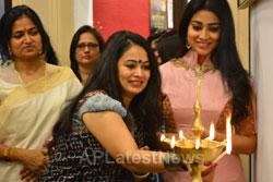 Actress Shriya Saran inaugurates Rakhi Baid art exhibition - Krishnansh