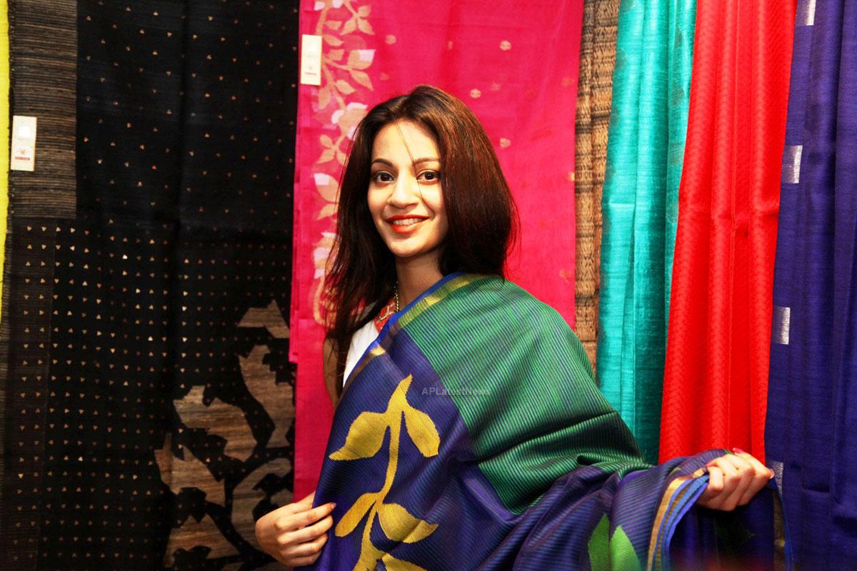 Silken Splendour in Vizag City - Former Miss Vizag Dr Sindhura Inaugurates Silk India Expo - Picture 2