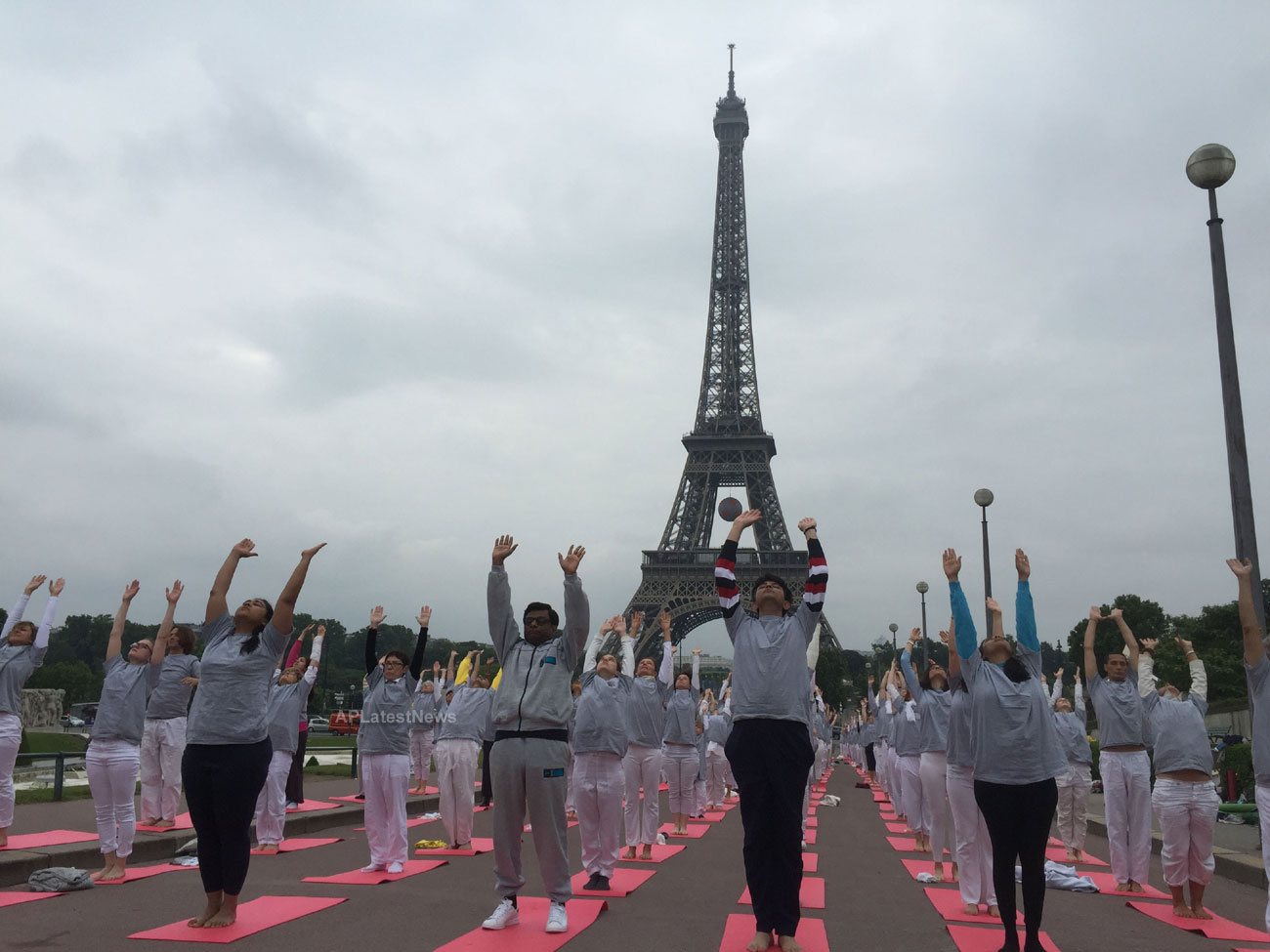 Euro Cup and Yoga Festival at Eiffel Tower Rocked Paris - Picture 3
