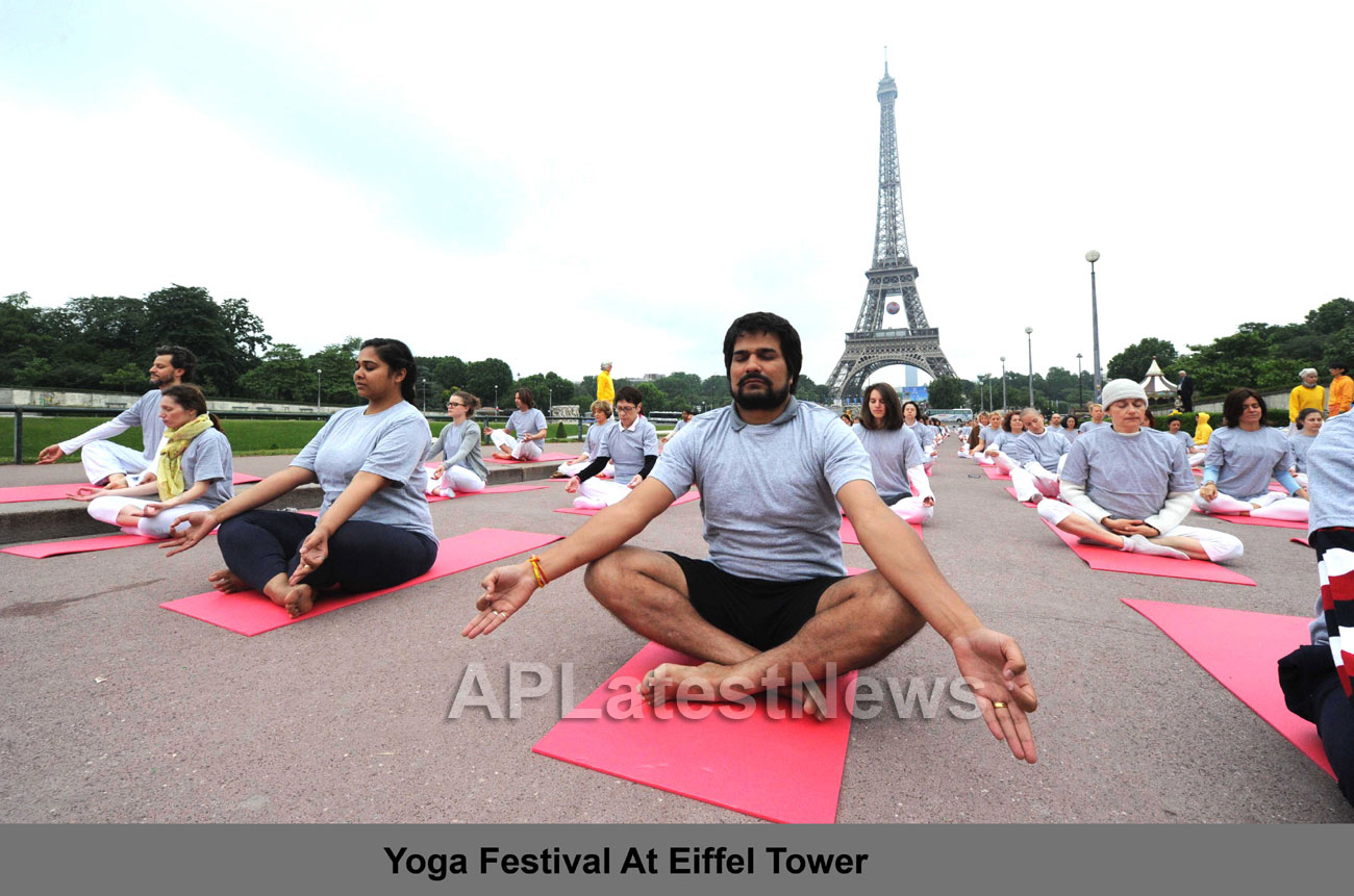 Euro Cup and Yoga Festival at Eiffel Tower Rocked Paris - Picture 7