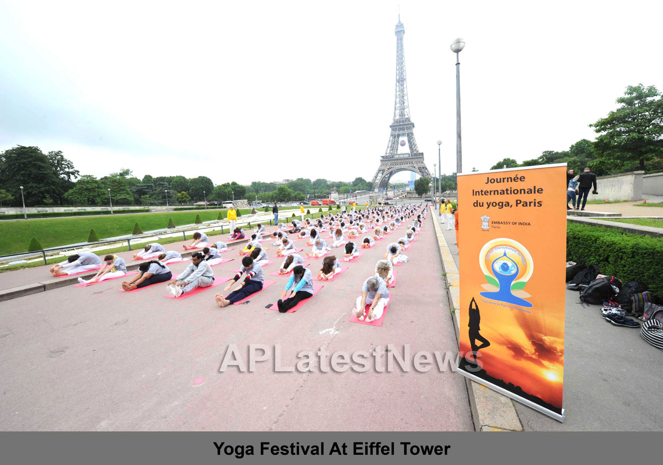 Euro Cup and Yoga Festival at Eiffel Tower Rocked Paris - Picture 5