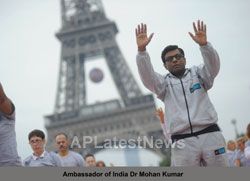 Euro Cup and Yoga Festival at Eiffel Tower Rocked Paris - Picture 6