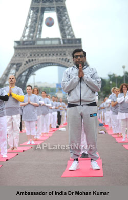 Euro Cup and Yoga Festival at Eiffel Tower Rocked Paris - Picture 8