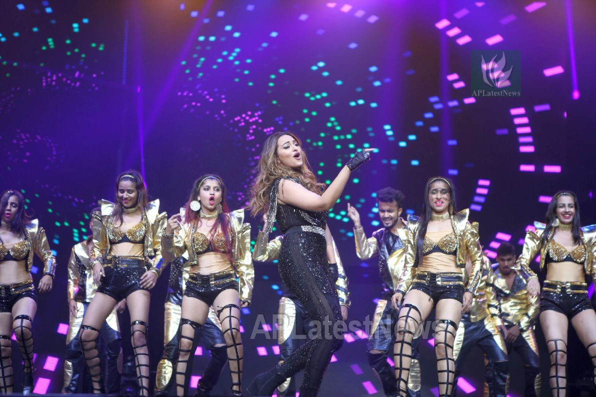 Da-Bangg Live in Concert - Big Bang by Bollywood Superstars to be held in Hyderabad - Picture 35