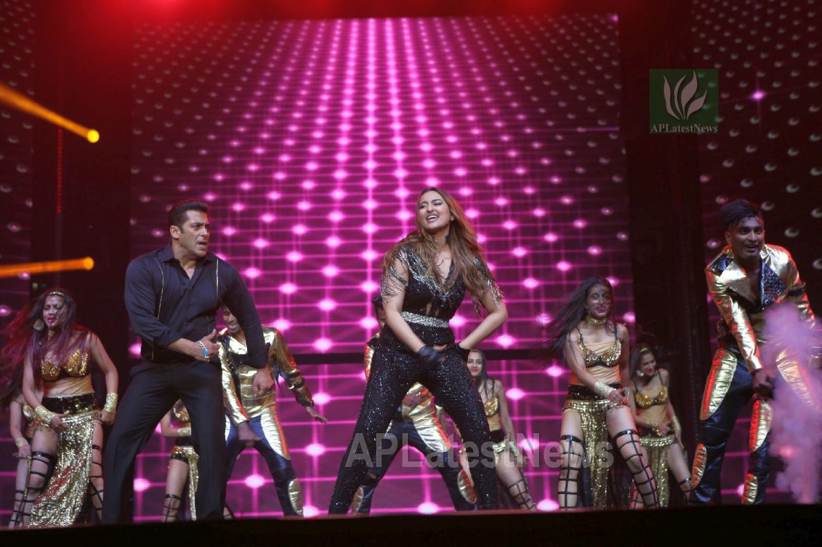 Da-Bangg Live in Concert - Big Bang by Bollywood Superstars to be held in Hyderabad - Picture 1
